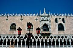 Venice (Mario De Leo) Tags: plaza pink blue venice italy saint azul san europa europe italia mark rosa palace lamppost marc marco ducal piazza farol baroque venecia palacio barroco duque palazzio mariodeleo accrama