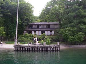 中禅寺湖の湖上から見たイタリア大使館別荘