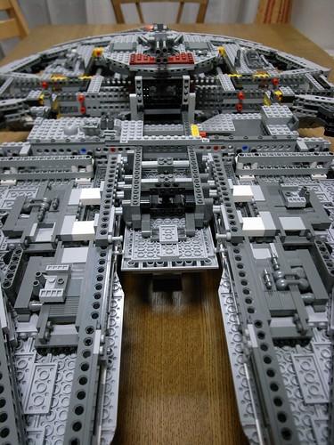 LEGO Millenium Falcon - 18