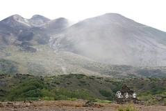 望岳台から十勝岳を見上げる