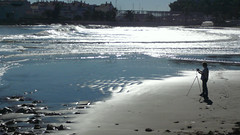 Playa de las Fuentes (Caminante!) Tags: autumn sunset sea españa water backlight silver mar spain sand agua mediterranean shine playa reflejo otoño plateado alcocebre mediterrneo playadelasfuentes contralusilueta