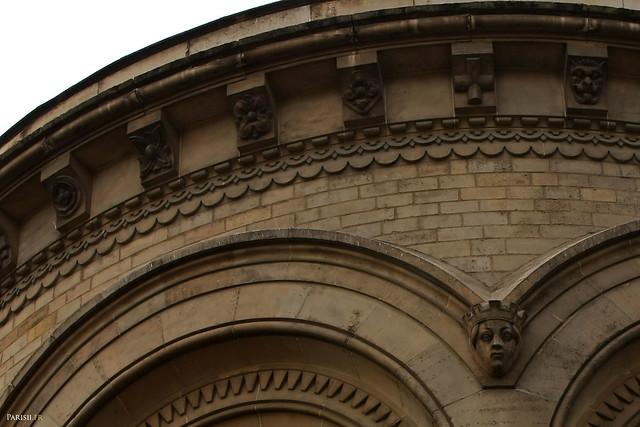 Détails des sculptures des murs extérieurs