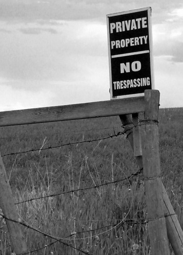no trespassing black and white