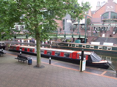 Sherborne Wharf Birmingham - narrowboats - Brindley Place (ell brown) Tags: greatbritain bridge england rain birmingham footbridge unitedkingdom canals watersedge raining icc westmidlands narrowboat brindleyplace narrowboats armedforcesday raindroplets pitcherpiano internationalconventioncentre stpetersplace thewatersedge sherbornewharf brewmastersbridge bcnmainline pitcherpianoatbrindleyplace birminghamcanalnavigationsmainline sherbornewharfbirmingham sherbornewharfheritagenarrowboats