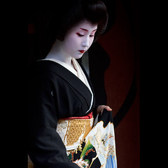 (Masahiro Makino) Tags: japan photoshop canon eos kyoto geiko adobe    gion tamron 90mm f28 lightroom erikae  60d  kyouka    20121029123120canoneos60dls640p