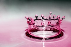 Ruby crown (Luis Eduardo ) Tags: lighting light red color macro water canon rojo agua action flash drop drip corona getty droplet crown gota splash bec liquid soe highspeed liquido congelado strobist infinestyle luismosquera