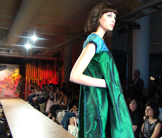 Pretty Green Dress, Project Earth Day Eco Fashion Show 2008, Green Fashion, Eco Fashion, Sustainable Style, Organic Fashion, Inhabitat photography, Jill Fehrenbacher photography, eco fashion, Green Project Runway