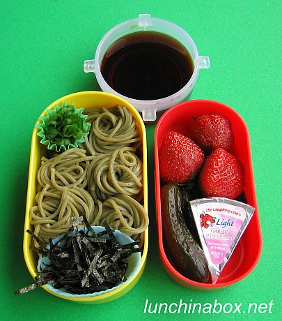 Spinach zarusoba bento lunch for preschooler