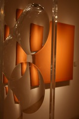 Arte en el museo (carlos_ar2000) Tags: light shadow orange distortion art luz argentina museum buenosaires bellasartes gallery arte room galeria sombra sala recoleta museo naranja distorsion argentino digitalcameraclub carlosredondo colourartaward credondo carlosalbertoredondo carlosaredondo