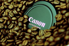 Ultrasonic Beans (evvvvan) Tags: peru coffee canon beans xpro dof flavor bokeh fresh depthoffield explore crossprocessing xp espresso taste mmmm flavour aroma ultrasonic explored sigmaaf1770mmf2845dc secondcrack lookmanocars