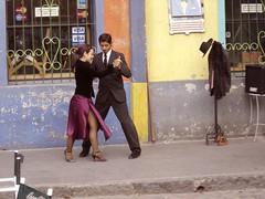 Tango, belleza y color (carlos_ar2000) Tags: street woman color colour argentina girl beauty calle dance mujer buenosaires couple chica dancing pareja dancer tango laboca bella brunette seduction baile bailarina morocha seduccion urban2 colourartaward urban8 urban6