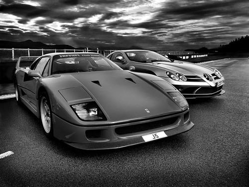 Ferrari F40 v Mclaren SLR