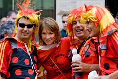 (kadluba) Tags: vienna wien street people girl austria costume leute fussball strasse soccer dressup spanish fans spanier italians italiener spaniards krntnerstrasse innerestadt verkleidet euro2008 uefaeuro2008 fussballeuropameisterschaft