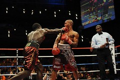 josh cottley stealing on zab judah .... just like spud stole on a certain rapper back in the day