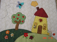 da Mara (Renata ...) Tags: casa borboleta fuxico patchwork bolsa rvore casinha