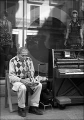 fuori tempo (lupus-lucci) Tags: vetrina barcellona musicista manichini modelle bravaanna