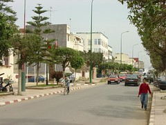051- calle desde la iglesia hacia la estacion (miguel ksarkebir) Tags: el morocco maroc alcazar marruecos ksar kebir       alcazarquivir  ksarkebir