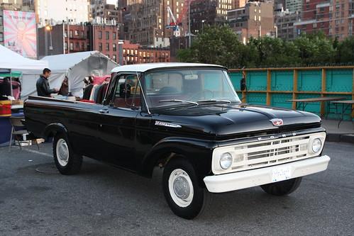 Camion Ford (de profil)