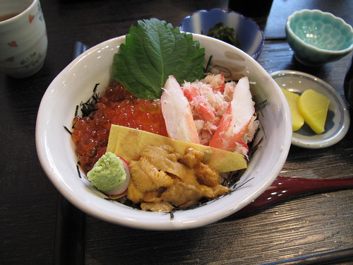 Breakfast: kani-uni-ikura-don