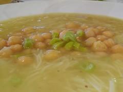Detalle de la Sopa del Codido Madrileño con Garbanzos y una pizca de Guindilla