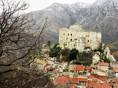 sotto la protezione del castello... (ludi_ste) Tags: houses castle branch village maisons branches liguria pueblo case chateau schloss protection castello castillo rami paese protezione castelvecchiodiroccabarbena goldstaraward