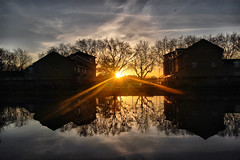 symmetry/yrtemmys (jordi.martorell) Tags: sunset reflection london water rio river geotagged atardecer canal agua nikon lee reflejo lea puestadesol hdr 1855mmf3556g aigua eastlondon riverlea reflexe riu riverlee postadesol serenitynow d40 cruzadas tonemapping explored nikond40 landscapeworldbeauties cruzadatemtica thames21exhibition goldcruzadasii