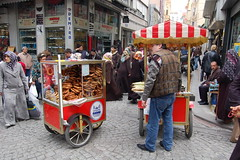 DSC_3407 (maxmaristan) Tags: people food turkey istanbul persone aprile peddler 2009 cibo turchia ambulante hippietrail