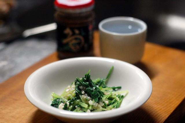 水菜を酒盗とチーズで和え物に。