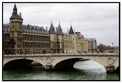 Conciergerie (tracX) Tags: bridge paris france rio seine river puente palace prison palais francia prision palacio sena conciergerie guiaturistica fotoguia