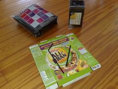 Materiales para el grid de pajitas (SnapNikon) Tags: black color horizontal diy caja carton straws negras cerealbox pajitas cartulina strobist blackstraws cajadecereales