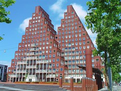 "The ""Pyramids"" (j. kunst) Tags: two holland building brick netherlands dutch amsterdam architecture apartment pyramid nederland twin 2006 apartmentbuilding westerpark triangular 21stcentury janvangalenstraat   thepyramids soeters vaneldonk"