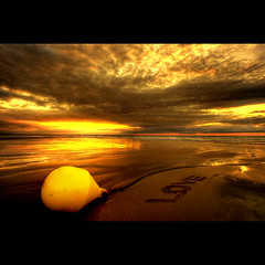 Sea Of Love (Dimitri Depaepe) Tags: sunset sea love beach bravo kiss together chapeau bec smack hdr artlibre infinestyle bratanesque no1explore natureselegantshots davincitouch