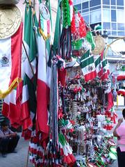 Banderas de México y souvenirs