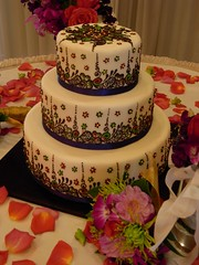 cake at the wedding venue (Neeta-Mehndidesigner) Tags: flowers wedding cake indian traditional tracy fremont arabic danville designs eastbay sacramento shaadi unioncity hayward henna mehendi stockton pleasanton mehndi sangeet wwwmehndidesignercom mehndidesigner neetasharma melamagic mehndikiraat