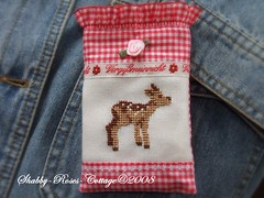 Handytasche Bambi (*ShabbyRosesCottage*) Tags: red roses white black felted heart deer gingham bambi karo herz tasche filzen kariert handytasche gefilzt kratka sarenka taschenanhnger
