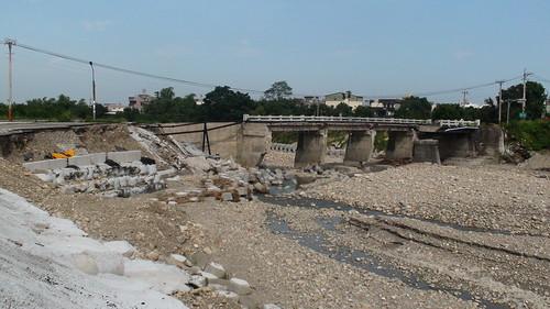 位於湖山水庫聯外道路上的梅南橋,卡玫基颱風後成為斷橋;圖片提供:雲林縣環境保護聯盟協會總幹事廖冠貿