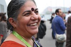 Vandana Shiva (Cigana Zaanit) Tags: india torino italia slowfood shiva 2008 oval nobel bindi vandanashiva vandana terramadre womenfarmers sansogm volontariperterramadre comunitdelcibo gmofreeworld ogmnelmondo
