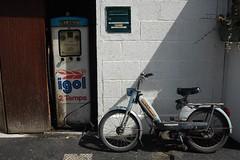 Dinard - pompe essence - mobilette