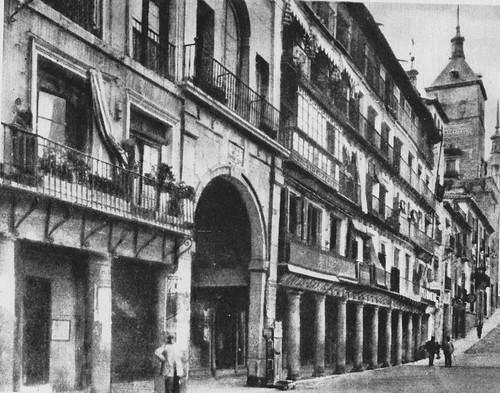 Plaza de Zocodover y Alcázar en 1936 antes de los bombardeos