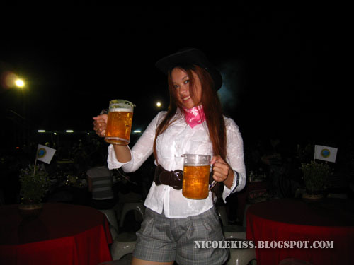 cheeky cowgirl with beers