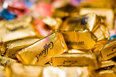 (sausyn) Tags: gold bokeh chocolate cioccolato oro caffarel gianduia gianduiotti