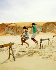 Jump! (Luan Mota) Tags: sunset party brazil sun sol praia beach colors brasil happy do paz felicidade lucky ceará verão alegria simple canoa calor sumer quebrada pôr canoaquebrada