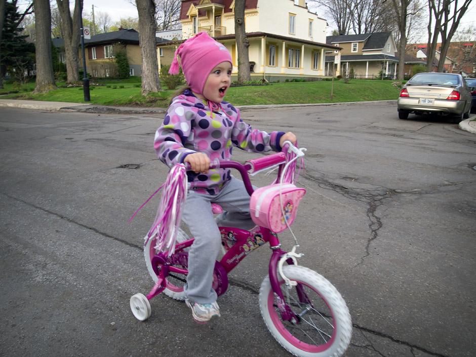 Myriam en bicyclette de princesse