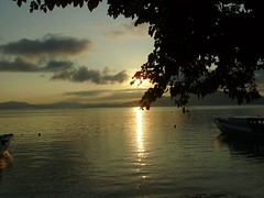 Sunrise Bunaken (Bunaken Island) Tags: trip travel indonesia island vacances asia laut cottage diving snorkeling scubadiving diver accommodation sulawesi gambar taman manado dykning buceo tauchen bunaken snorkelers immersione bertamu bunakenisland bunakennationalmarinepark penyelam bepergian akomodasi