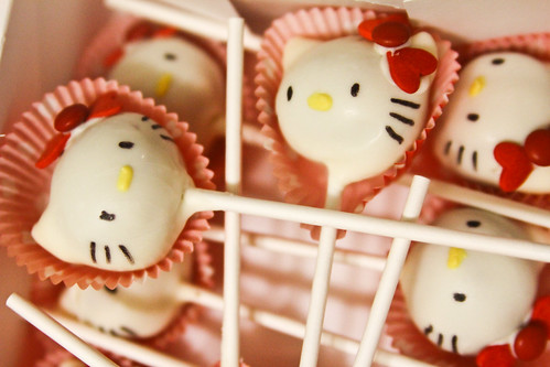 hello kitty cake pops with red bows