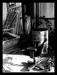Alternative office (#PrOtOtIpO23) Tags: abandoned blackwhite chair bn ufficio sedia biancoenero barile vasca abbandonato folker