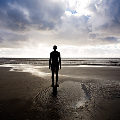 Another Place (mahonyweb) Tags: uk england silhouette liverpool 2008 lightroom antonygormley canon1740l anotherplace crosbybeach singleexposure canonllens abigfave gormleystatue mahonyweb canoneos1dsmarkiii canon1dsmkiii wwwmahonywebcom dopplr:explore=5081