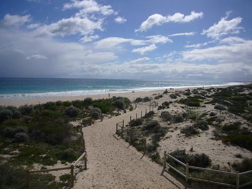 verso la spiaggia in mezzo alle dune.