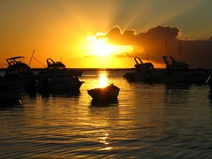 Poor a mong rich (Asadbabil (super busy)) Tags: ocean sunset sea sky sun clouds boats fishing fisherman tuna blueocean speedboats biggamefishing aplusphoto poseidonsdance bluemarlyn boatislandpoetry