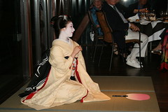 IMG_3021 (avsfan1321) Tags: pink white yellow japan fan dance kyoto dancing performance makeup maiko geiko geisha tatami kimono obi gion furisode hanamachi paperfan japanesefan apprenticegeisha darari danglingobi